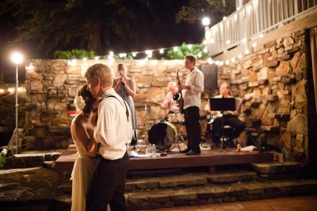 musicians-wedding-bands-arkansas-bands-wedding-music-outdoor-reception-first-dance-650x433